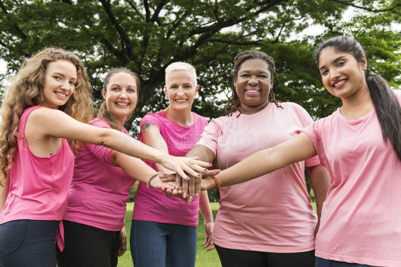 Concetto di carità di sostegno del cancro al seno delle donne fotografia stock libera da diritti
