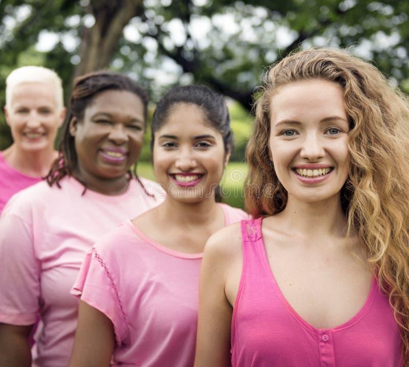 Concetto di carità di sostegno del cancro al seno delle donne fotografie stock libere da diritti