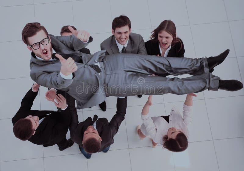 Concetto di celebrazione del successo gruppo felice che sorride, shak di affari fotografia stock libera da diritti