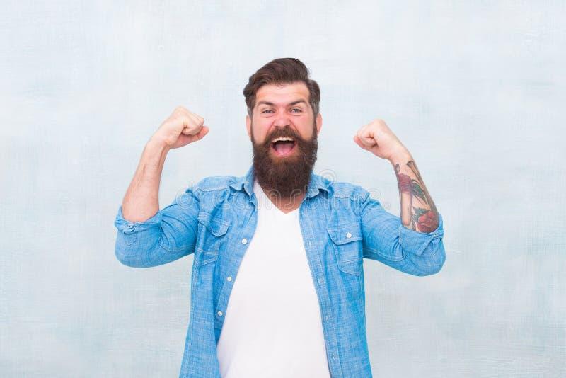 Concetto di celebrazione Stile d'avanguardia dei pantaloni a vita bassa dell'uomo barbuto Umore allegro Felicit? e gioia Pantalon fotografia stock libera da diritti
