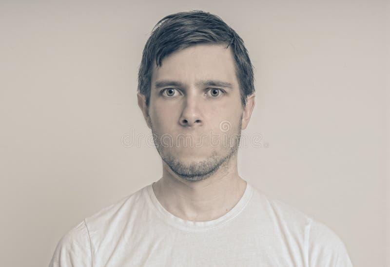 Concetto di censura Fronte del giovane senza bocca fotografia stock