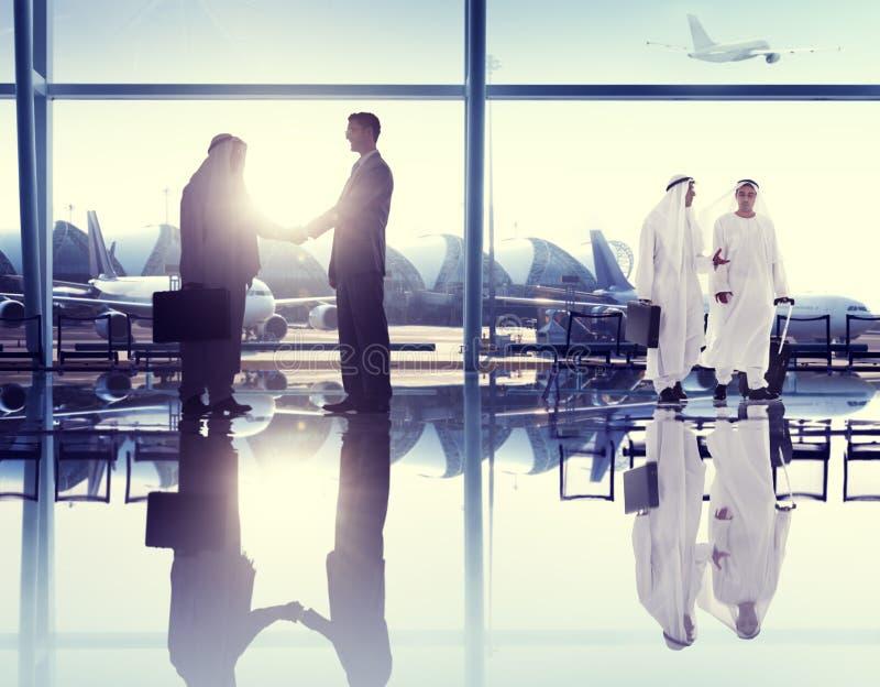 Concetto di comunicazione di viaggio d'affari dell'aeroporto della gente immagini stock libere da diritti