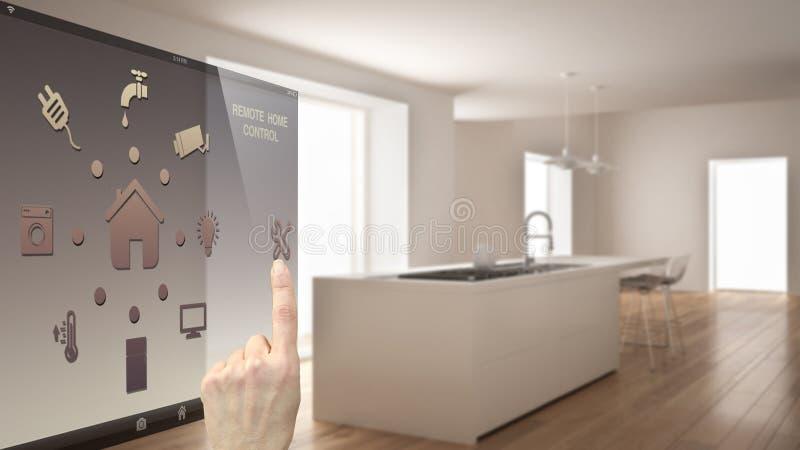 Concetto di controllo domestico astuto, mano che controlla interfaccia digitale dal cellulare app Fondo vago che mostra cucina mo fotografia stock
