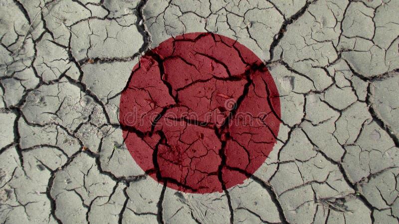 Concetto di crisi politica: Crepe del fango con la bandiera del Giappone fotografia stock libera da diritti