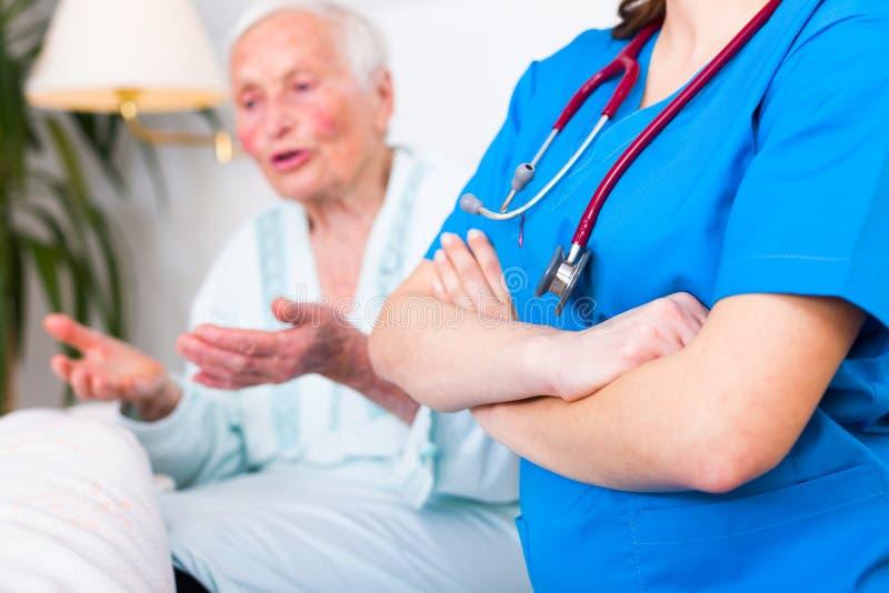 Concetto di cure domiciliari di professione d'infermiera immagini stock libere da diritti
