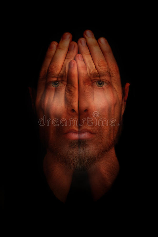 Concetto di disturbi del sonno di insonnia - consegna gli occhi aperti fotografia stock libera da diritti