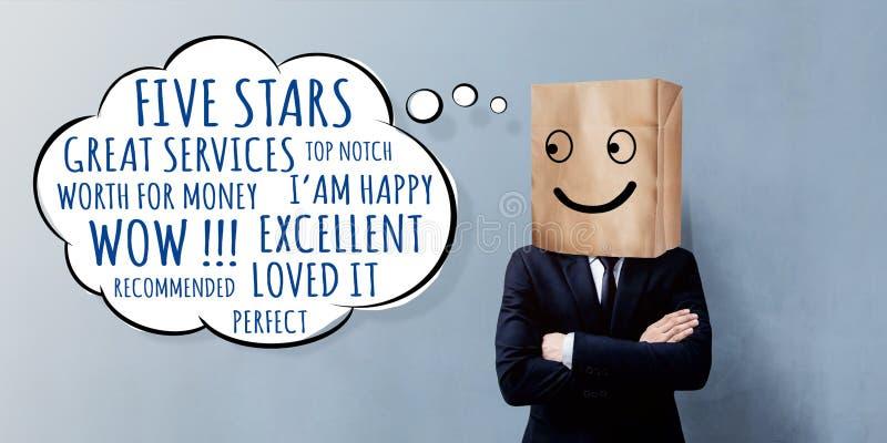 Concetto di esperienza del cliente Uomo d'affari felice Client con il sorriso fotografie stock