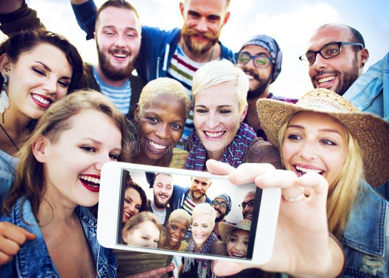 Concetto di estate della spiaggia di felicità di Selfie di amicizia immagine stock libera da diritti