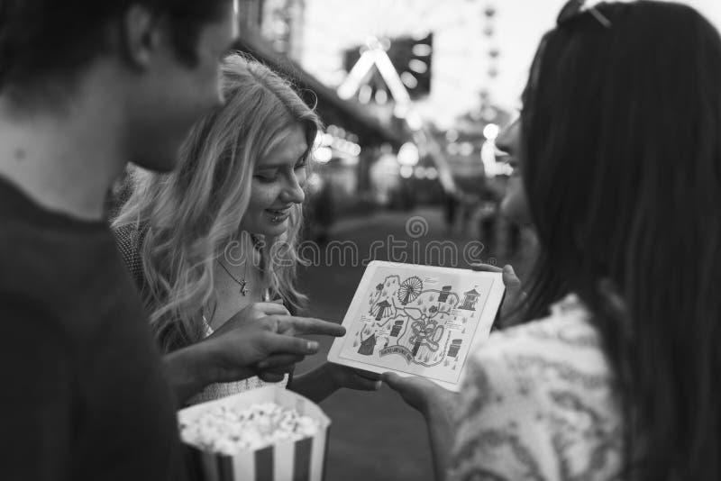 Concetto di festival della luna park del parco a tema di carnevale di divertimento fotografia stock