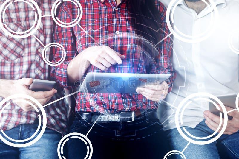 Concetto di futuro, di comunicazione e di lavoro di squadra immagini stock libere da diritti
