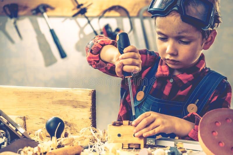 Concetto di giorno di padri del bambino, strumento del carpentiere, mestiere del bambino fotografia stock libera da diritti