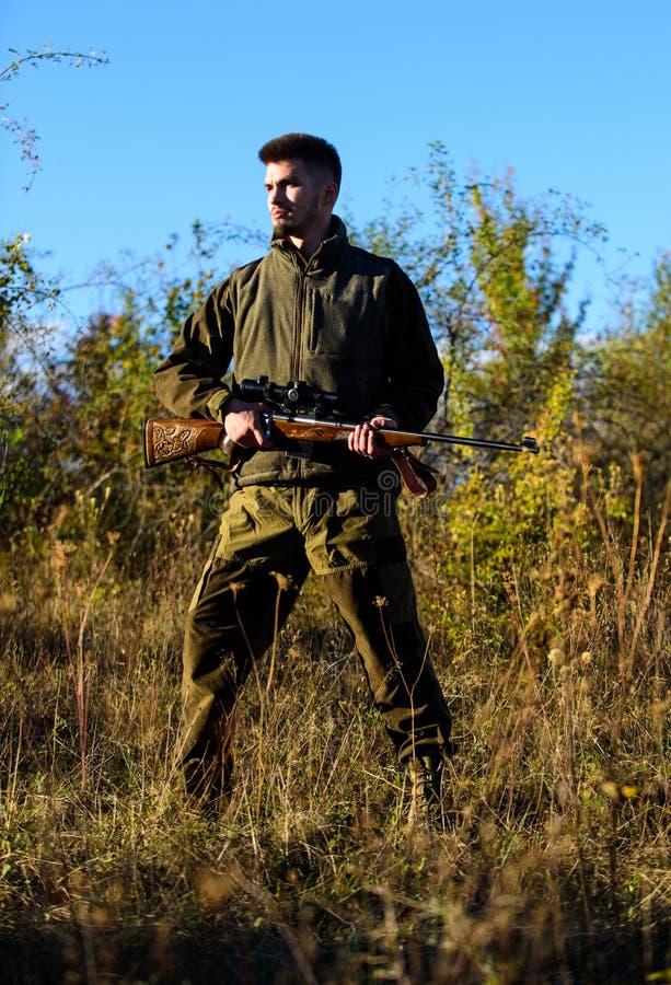 Concetto di hobby di caccia Stagione di caccia L'esperienza e la pratica presta la caccia di successo Attività di svago maschile  immagine stock