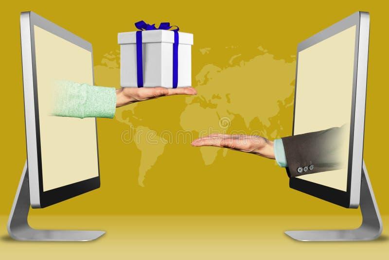 Concetto di informazioni, due mani dai monitor mano con il contenitore di regalo ed il gesto di supplica illustrazione 3D fotografia stock libera da diritti