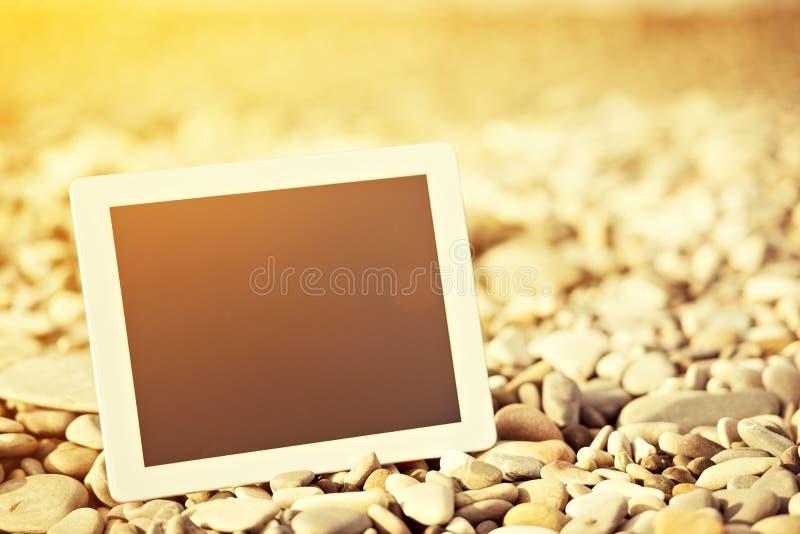 Concetto di Internet. computer in bianco della compressa sopra fotografia stock