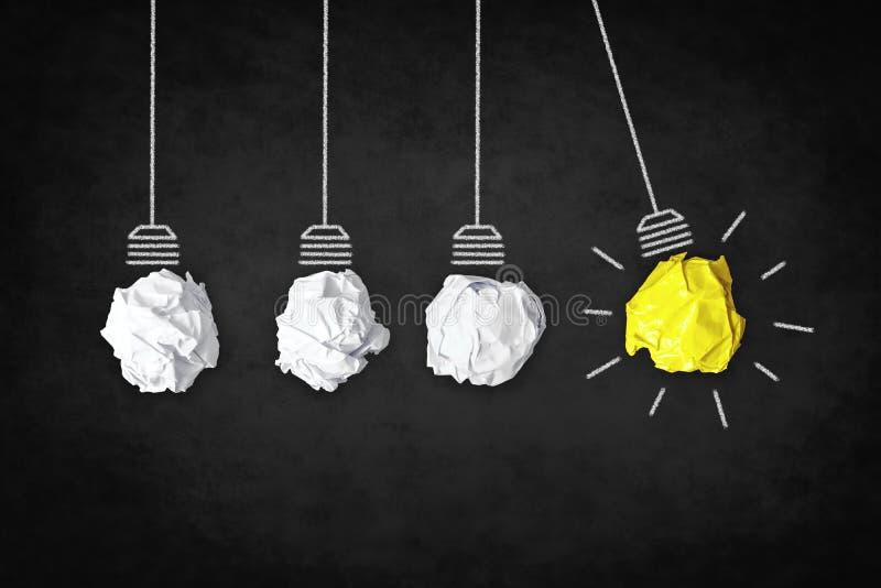 Concetto di ispirazione - lampadine di idea come metafora di creatività fotografia stock libera da diritti