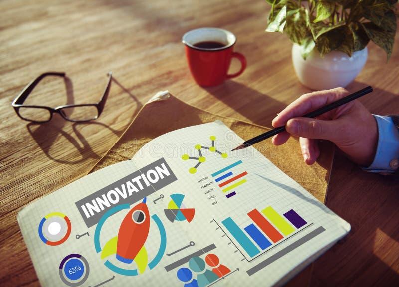 Concetto di lavoro dell'innovazione di successo di crescita di creatività del blocco note fotografie stock