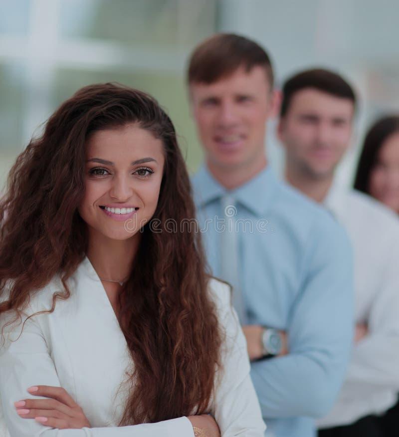 Concetto di lavoro di gruppo un capo della donna di un gruppo e di un colle di affari immagini stock libere da diritti
