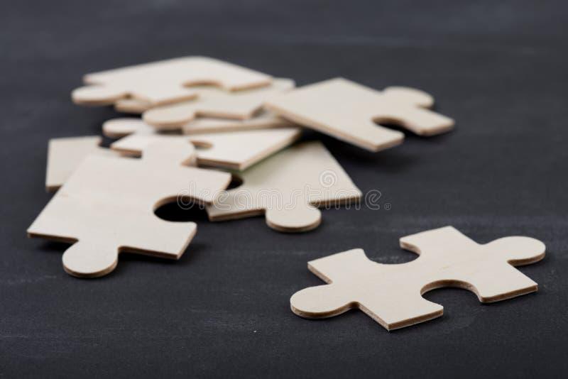 Concetto di leadership - Jigsaw sulla lavagna fotografia stock