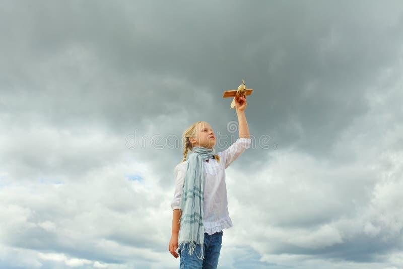 Concetto di libertà e di infanzia fotografie stock