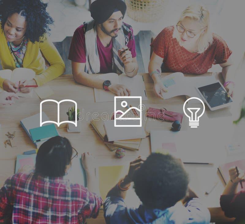 Concetto di media della lampadina di progettazione di applicazione immagine stock libera da diritti
