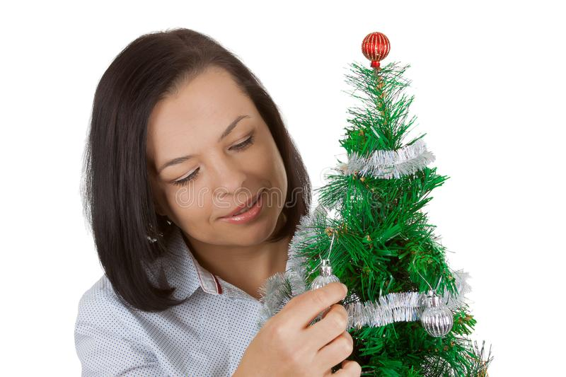 Concetto di nuovo anno Bella donna con l'albero di Natale decorato fotografie stock libere da diritti
