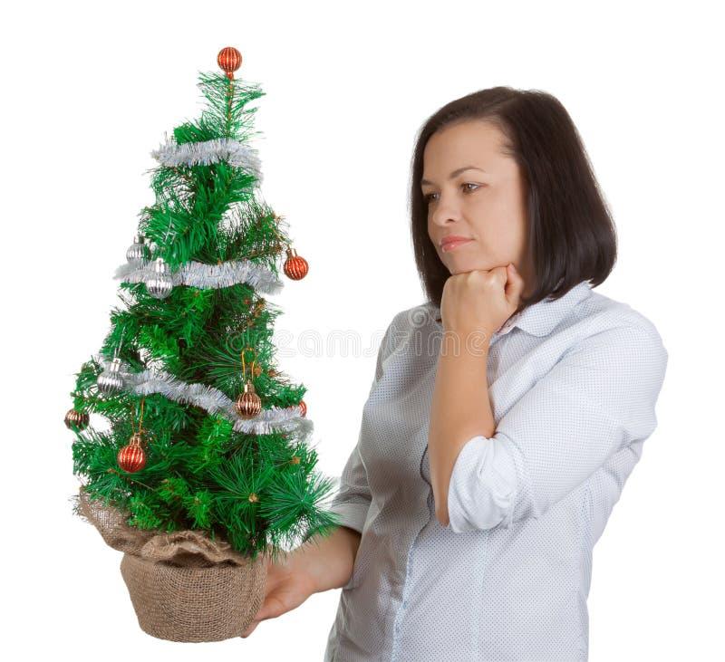 Concetto di nuovo anno Bello sogno della donna con il Natale decorato fotografia stock libera da diritti