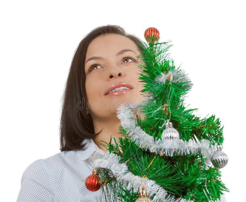 Concetto di nuovo anno Bello sogno della donna con il Natale decorato fotografie stock libere da diritti