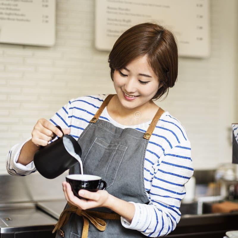Concetto di ordine di Prepare Coffee Working di barista immagine stock