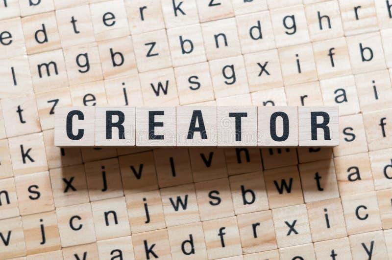 Concetto di parola del creatore sui cubi immagine stock