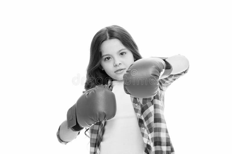Concetto di potere della ragazza I guantoni da pugile del bambino hanno isolato bianco Pugile del bambino difendersi Attivit? di  immagini stock libere da diritti