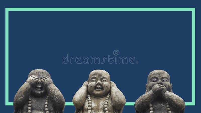 Concetto di progetto di un'insegna o di una stampa per la campagna della pubblicità 3 teste delle statue di Buddha in una posa di fotografie stock