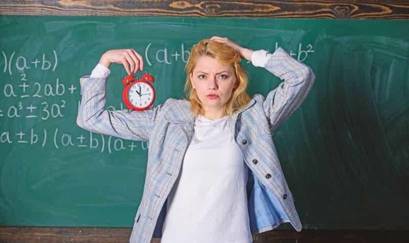 Concetto di programma di lezioni Tempo per la rottura Il tempo ha materia per lei Anno scolastico benvenuto dell'insegnante Regim immagine stock libera da diritti