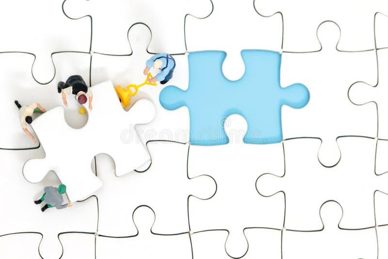 Concetto di puzzle di lavoro di squadra fotografie stock libere da diritti