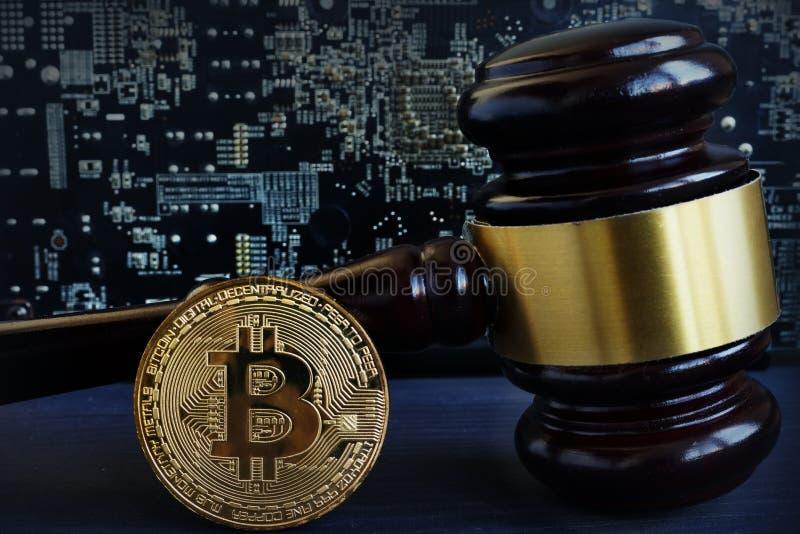 Concetto di regolamento di Bitcoin Cryptocurrency e legge immagine stock