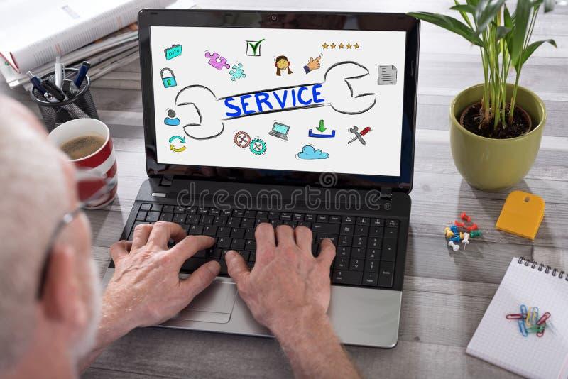 Concetto di servizio di assistenza al cliente su uno schermo del computer portatile fotografie stock
