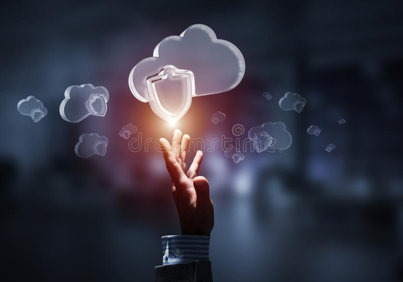 Concetto di sicurezza di Internet e del computer presentato dalla nuvola dell'icona immagini stock
