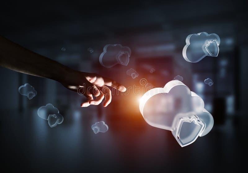 Concetto di sicurezza di Internet e del computer presentato dalla nuvola dell'icona Media misti royalty illustrazione gratis