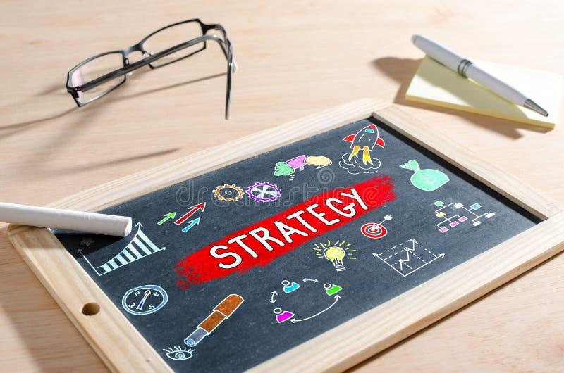 Concetto di strategia aziendale su una lavagna immagini stock libere da diritti