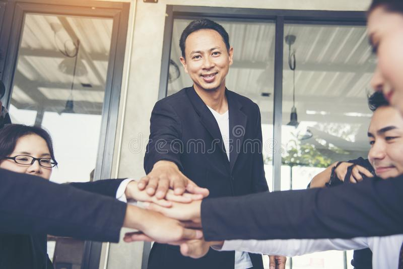 Concetto di Team Teamwork Shake Hands Partnership immagini stock