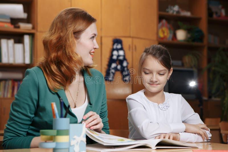 Concetto di Tutor Homework Lesson dello studente dell'insegnante immagini stock libere da diritti