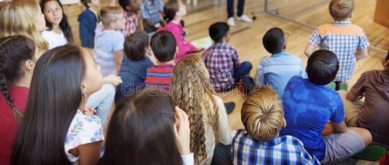 Concetto di unità di etnia di diversità di compagnia del bambino fotografia stock libera da diritti