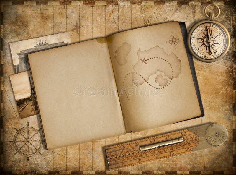 Concetto di viaggio e di avventura Mappa d'annata, quaderno e bussola illustrazione di stock