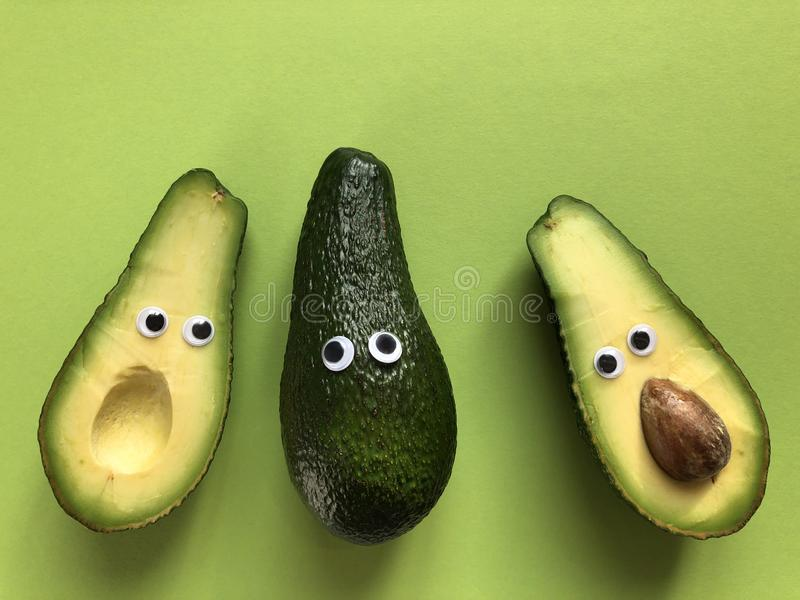 Concetto divertente creativo dell'alimento, avocado fotografia stock libera da diritti
