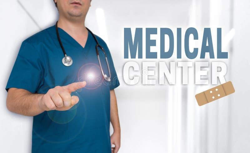 Concetto e medico del centro medico con i pollici su fotografia stock libera da diritti