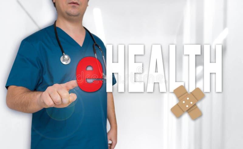 Concetto e medico di EHealth con l'abito chirurgico fotografia stock libera da diritti