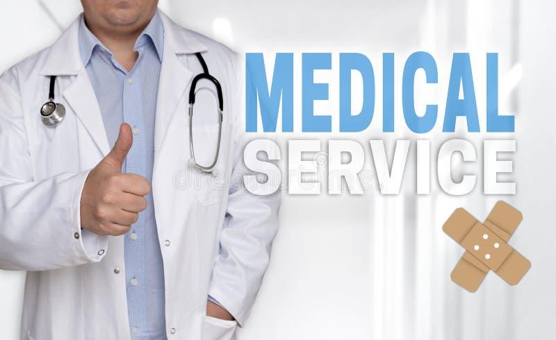 Concetto e medico di servizio medico con i pollici su immagine stock libera da diritti