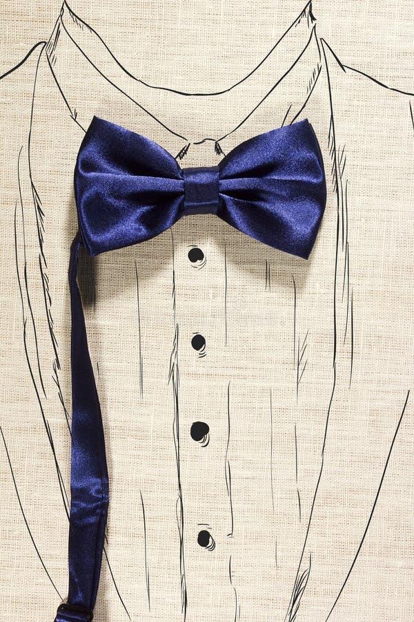Concetto elegante facendo uso della cravatta a farfalla blu immagini stock libere da diritti