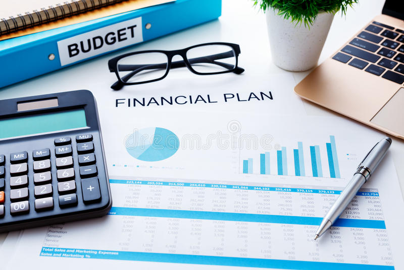 Concetto finanziario di piano con il rapporto finanziario fotografia stock libera da diritti