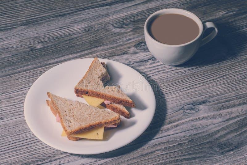 Concetto fresco di wrkstation del posto di lavoro di istruzione di mattina della prima colazione dello spuntino di cibo degli ali fotografia stock