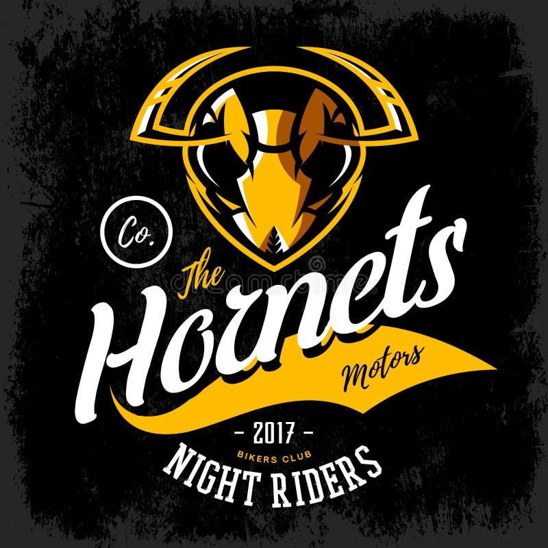 Concetto furioso d'annata di logo di vettore del club del gruppo dei motociclisti del calabrone isolato su fondo nero royalty illustrazione gratis
